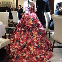 トレーンの長いドレスは参列者に好評でした