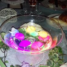 光り輝くグラスの花びら