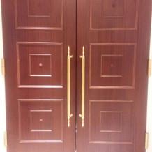 チャペル入り口の外扉