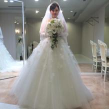 チュール系の花びら沢山の可愛いドレス。