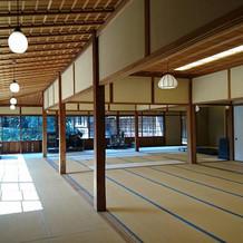 床暖房有り、天井は高く広々とした印象です