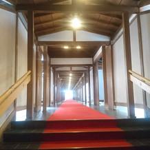 境内へと続く廊下