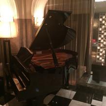 チャペル内のグランドピアノ