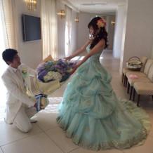 お姫様のようなカラードレス