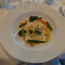 ③魚料理…白身魚レモンソース