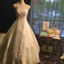 提携店のドレス。