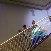 大階段から入場の演出