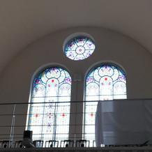 二階後方から聖歌隊の歌声
