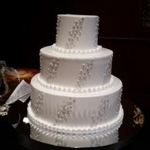 ケーキはベースが3段と豪華です