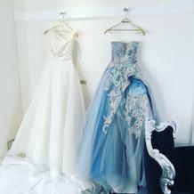 ドレスとカラードレスです