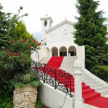 外階段。姫になれそうな白が映える階段。