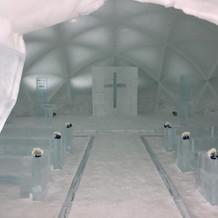 氷の教会(冬季限定)の内部
