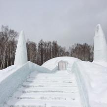 氷の教会(冬季限定)への階段