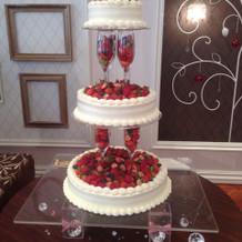 グラスタワーの三段生ケーキ