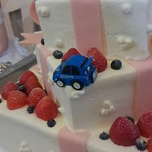 ケーキに装飾しました