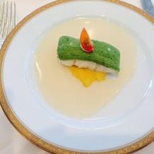 アボカドソースがかかた白身魚