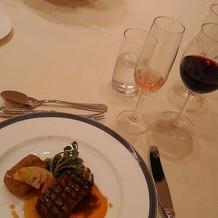 肉料理と赤ワイン(メイン)
