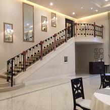 披露宴会場内にあるステキな階段!