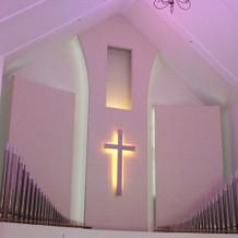 天井は高くないけど白い内装で綺麗!