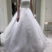 ノビル(24万円)チュールの袖付ドレス