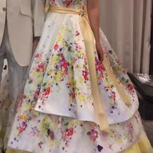 春らしいカラードレス
