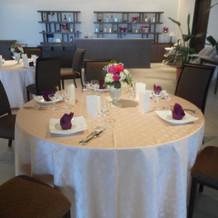 私達は丸テーブルにしました