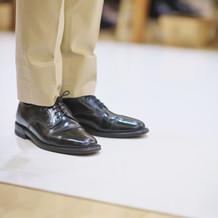 新郎の靴は自前