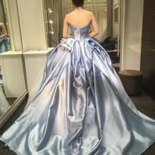 提携ショップで試着したドレス写真
