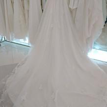 ホワイトドレス後ろ
