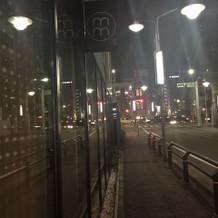 挙式後は夜の街になっていました