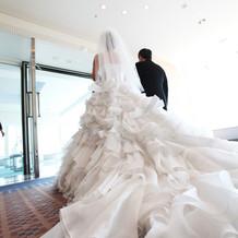 後ろからのウエディングドレス♪