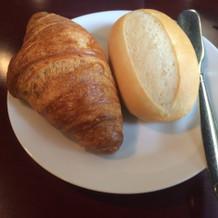 温かいパン。クロワッサンはぱりぱりです!