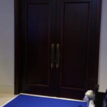 重厚感のある扉