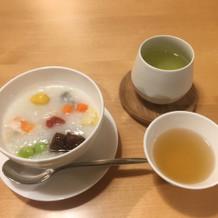 試食のお粥とスープ