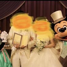 ミッキーとミニーによるお祝い