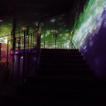 階段とムービングライト