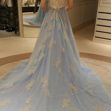 水色のドレスです。