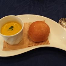 パン(お代わり自由)とスープ