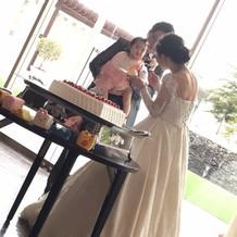 娘にもケーキをあげてる写真です。