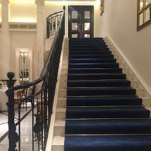 憧れの大階段からの登場