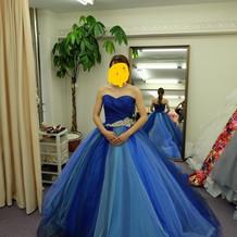 ふわっとした夏にピッタリの青いドレス!