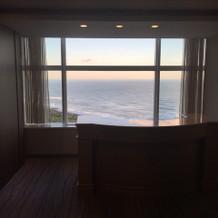 披露宴入り口どこからでも海が見渡せます。