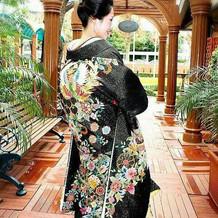 珍しいスワトー刺繍の色打掛け。