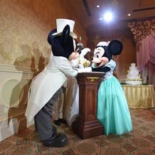 ミッキー結婚誓約書を記入