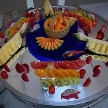 ビュッフェの一部。フルーツ盛り!