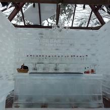 冬限定のテラスにあった氷のバーです