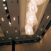 披露宴会場。天井が高く素敵でした。