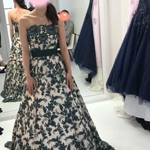 カラードレス、モスグリーンの刺繍です
