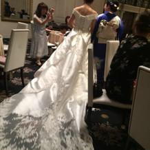 トレーンが素敵なドレス