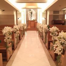 造花と十字架の布がいまいちです。